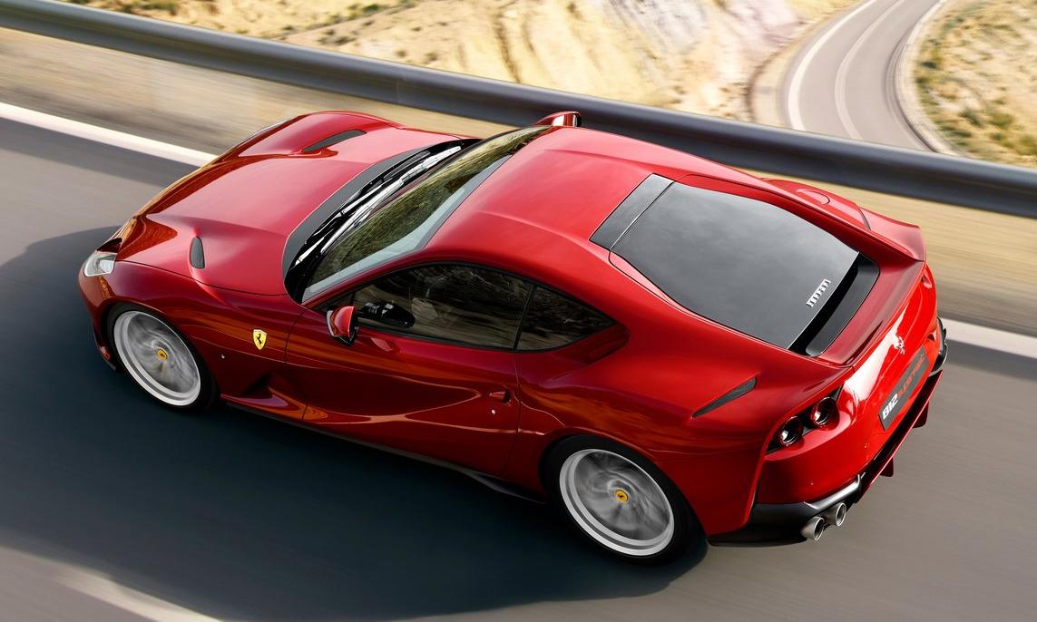 Phần kính sau của 812 Superfast do không được lắp ráp đúng quy cách có thể bay mất khi xe đang chạy. Ảnh: Ferrari