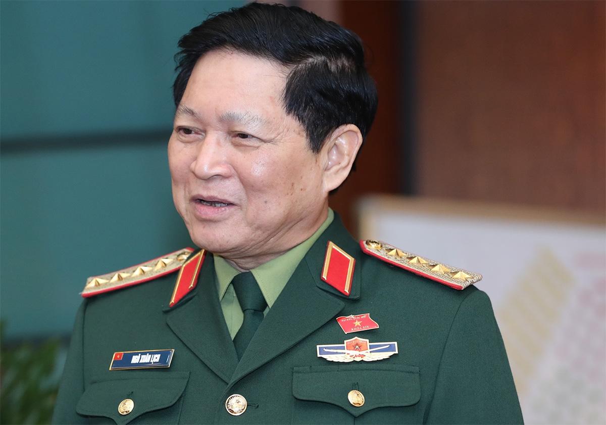 Đại tướng Ngô Xuân Lịch, Bộ trưởng Quốc phòng tại Quốc hội chiều 24/10. Ảnh: Hoàng Phong