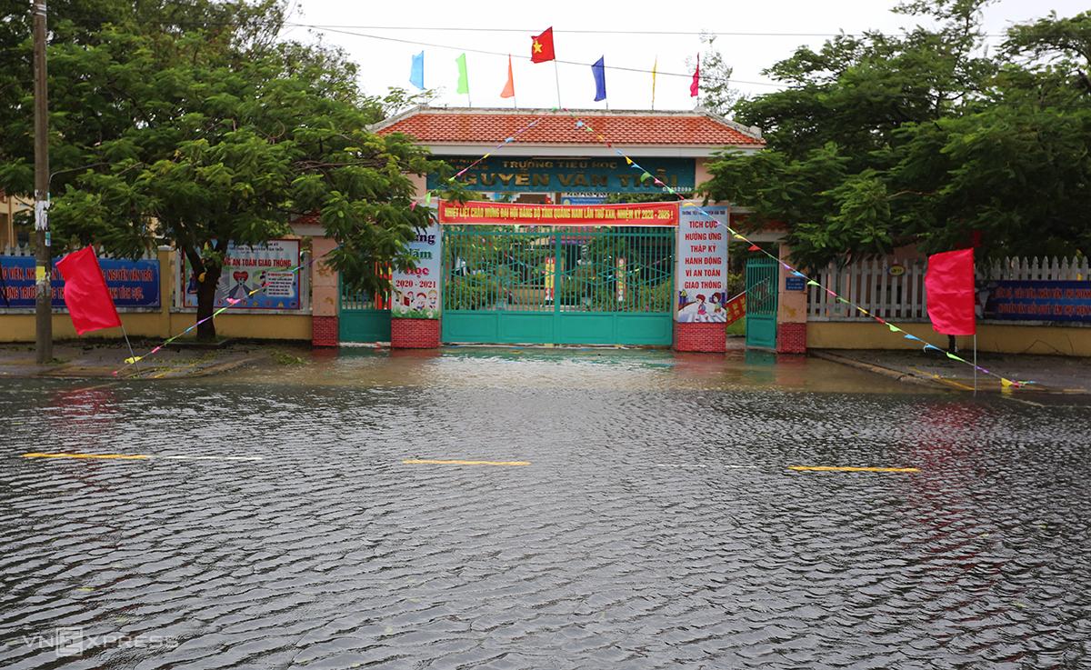 Trường tiểu học Nguyễn Văn Trỗi, TP Tam Kỳ bị ngập nước hôm 11/10. Ảnh: Đắc Thành.