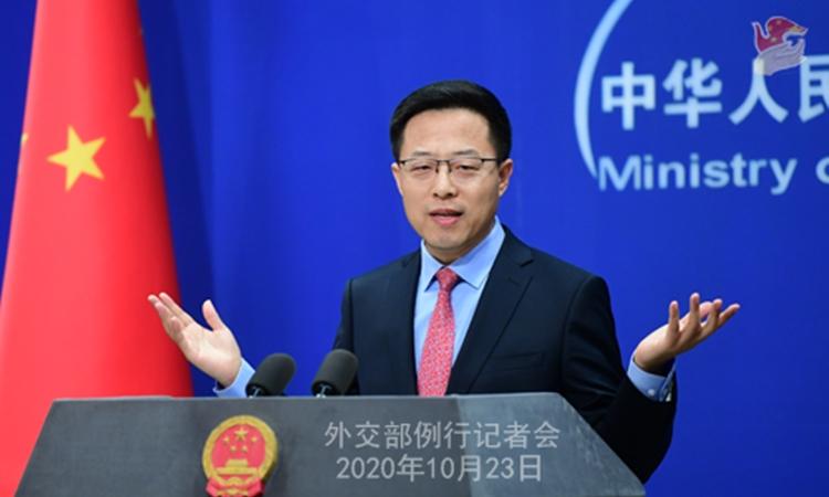 Phát ngôn viên Bộ Ngoại giao Trung Quốc Triệu Lập Kiên phát biểu trong cuộc họp báo ở Bắc Kinh hôm 23/10. Ảnh: Bộ Ngoại giao Trung Quốc.
