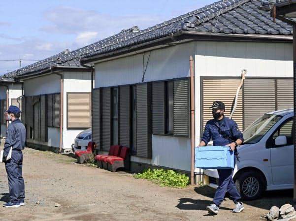 Cảnh sát tại ngôi nhà ở thành phố Ota, tỉnh Gunma, nơi các nghi phạm Việt bị bắt hôm nay. Ảnh: Nikkei.