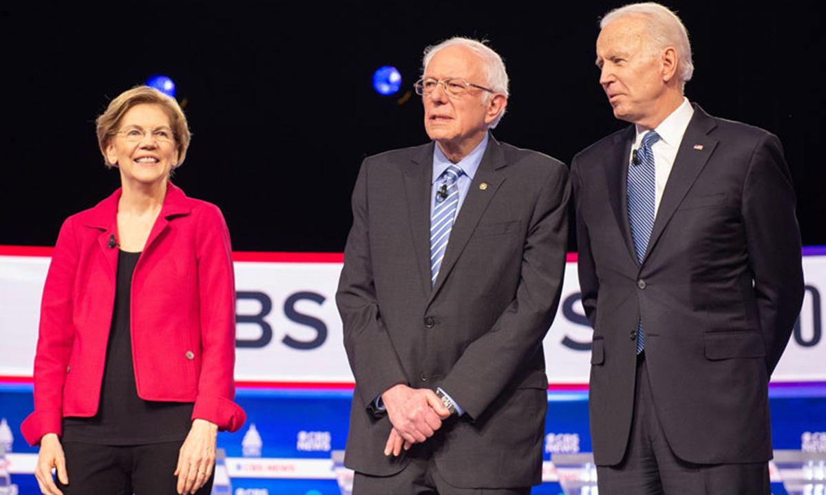Ứng viên Elizabeth Warren, Bernie Sanders và Joe Biden (từ trái qua phải) tại một buổi tranh luận hồi tháng 2. Ảnh: Bloomberg News.