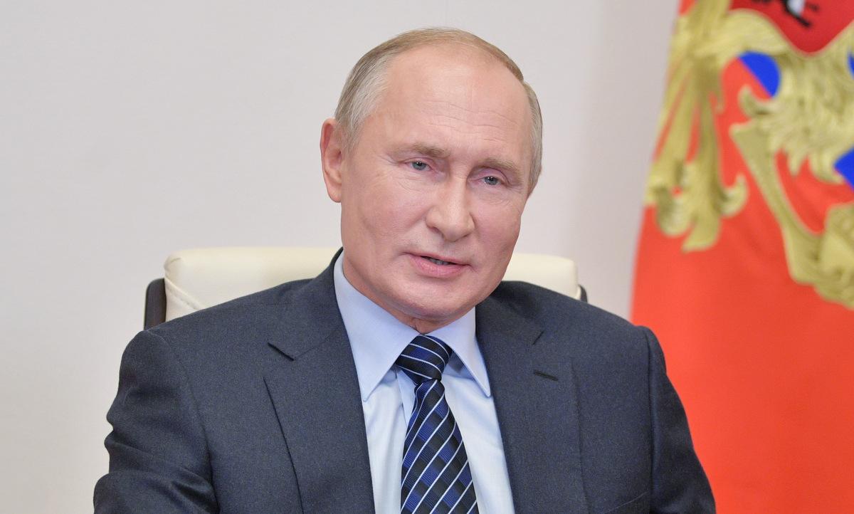 Tổng thống Putin làm việc tại tư dinh ở ngoại ô Moskva hôm 21/10. Ảnh: Reuters.
