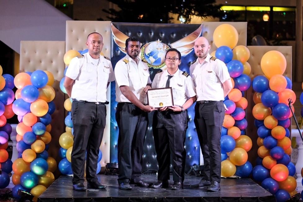Lễ tốt nghiệp trao bằng chứng nhận cho học viên tại Royhle Flight vào năm 2019. Ảnh: Royhle Flight.