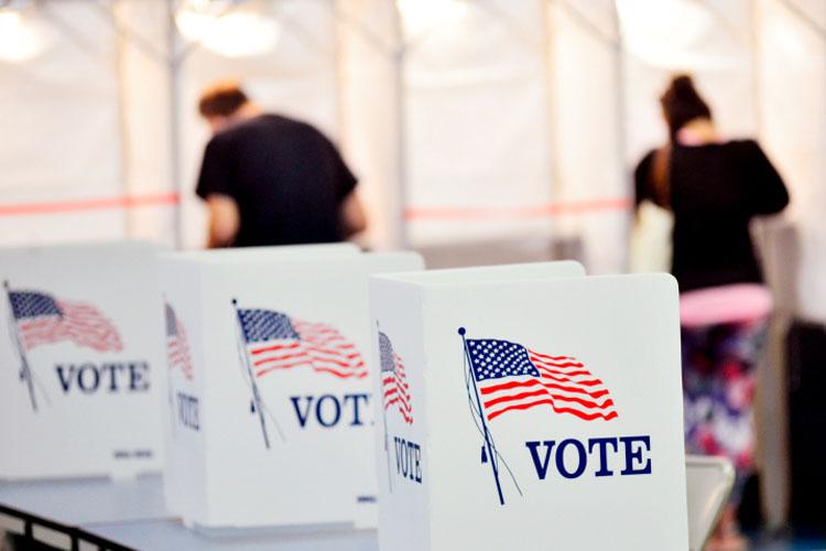 Cử tri Mỹ bỏ phiếu tại bang New Hampshire ngày 8/9. Ảnh: AP.
