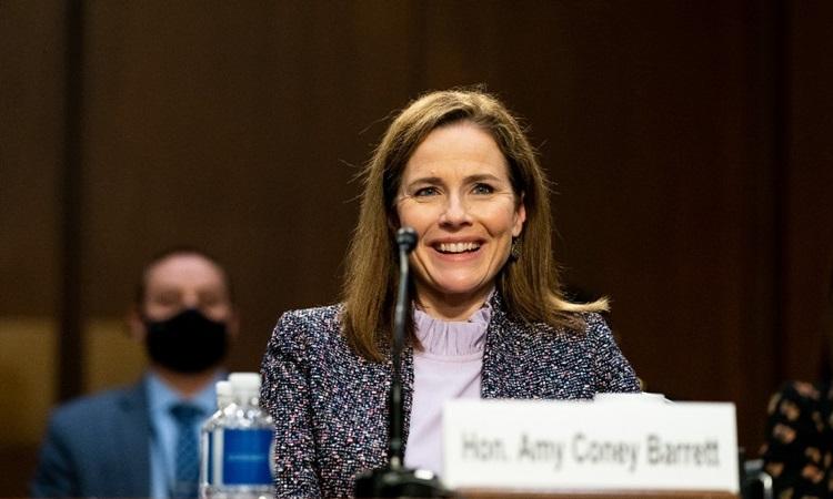 Thẩm phán Amy Coney Barrett tại phiên điều trần bổ nhiệm trước Ủy ban Tư pháp Thượng viện hôm 14/10. Ảnh: AFP.