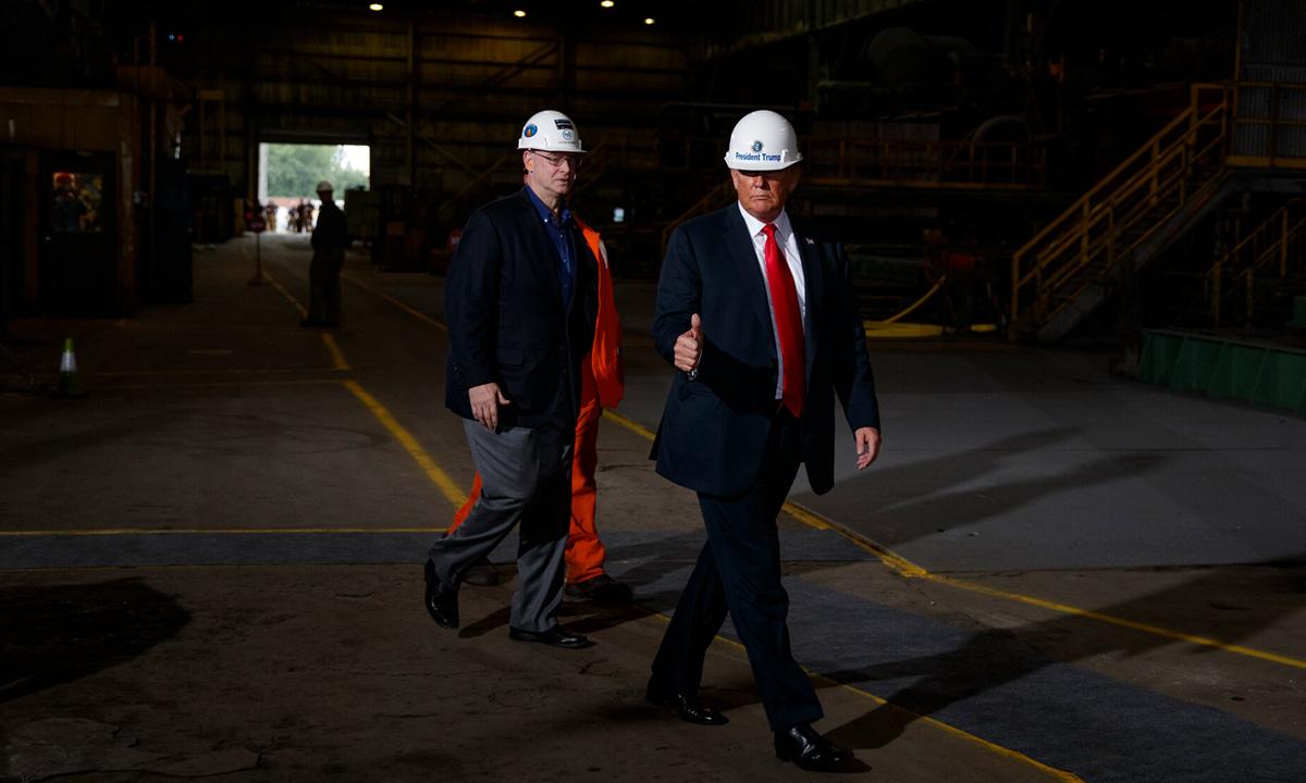 Tổng thống Trump tới thăm nhà máy U.S. Steel ở Illinois hồi năm 2018. Ảnh: NYTimes.