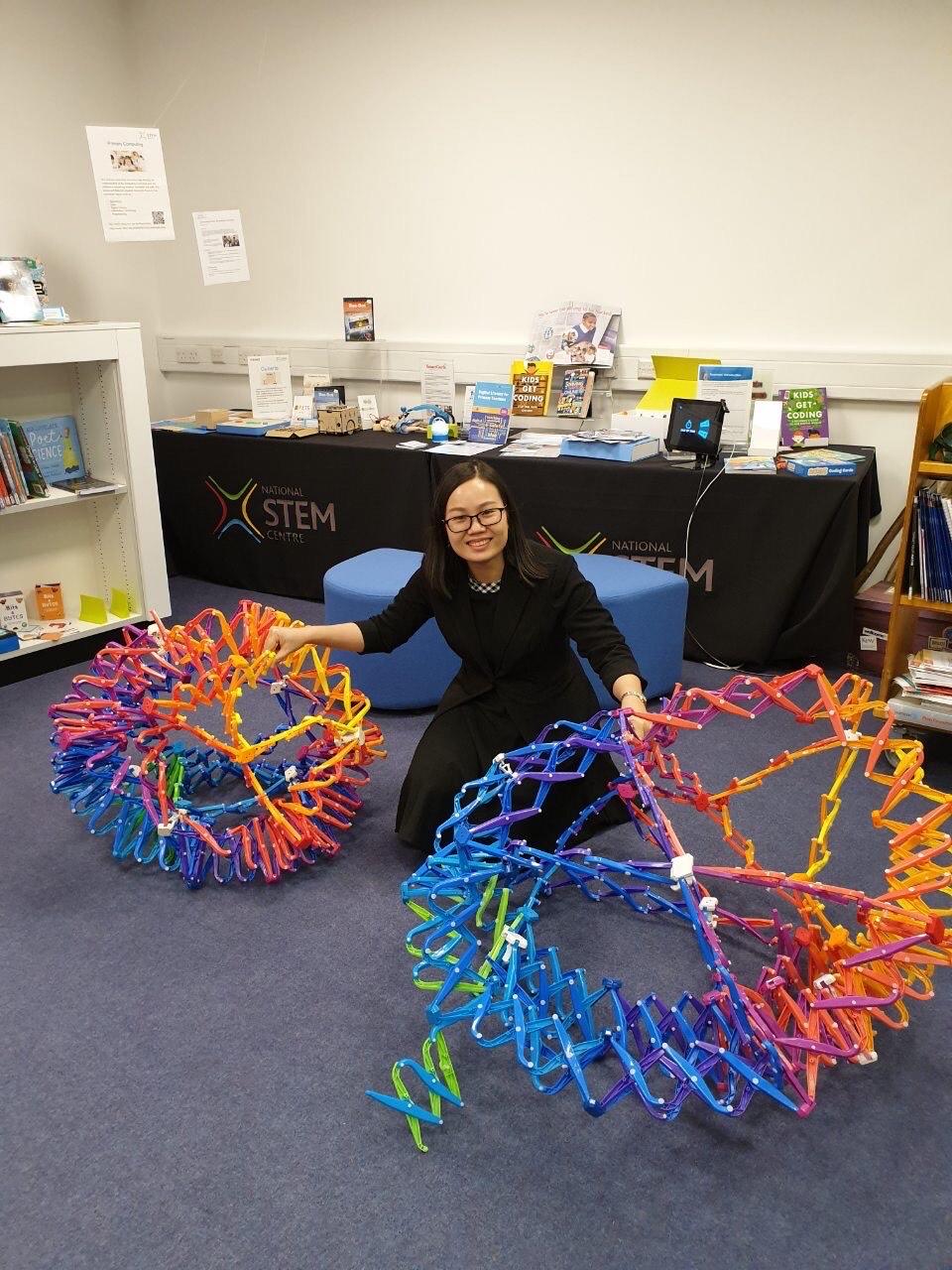 Chị Nguyễn Thị Thu Trang từng tham quan Trung tâm STEM quốc gia (National STEM Learning Center), Anh. Ảnh: Nhân vật cung cấp