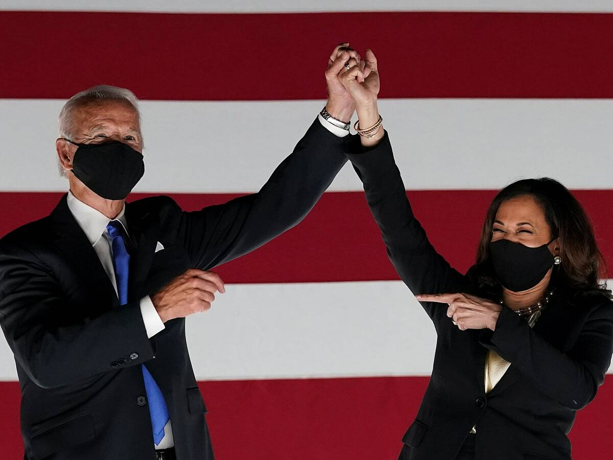 Ứng viên tổng thống đảng Dân chủ Joe Biden và phó tướng Kamala Harris tại đại hội đảng Dân chủ hồi tháng 8. Ảnh: Reuters.