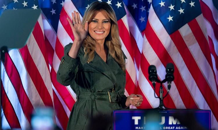 Đệ nhất phu nhân Melania Trump tại buổi vận động tranh cử ở Pennsylvania ngày 27/10. Ảnh: AP.