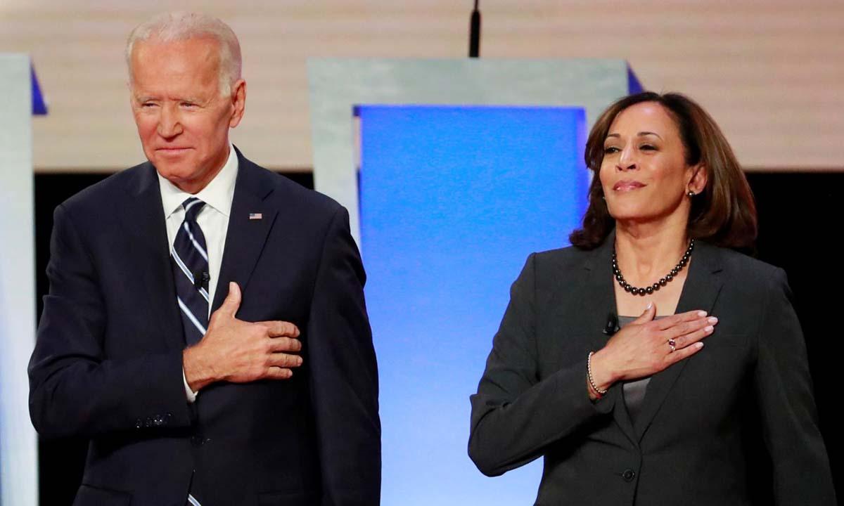 Ứng viên tổng thống đảng Dân chủ Joe Biden và phó tướng Kamala Harris tại cuộc tranh luận vòng bầu cử sơ bộ ở Detroit, bang Michigan, hồi tháng 7/2019. Ảnh: Reuters.