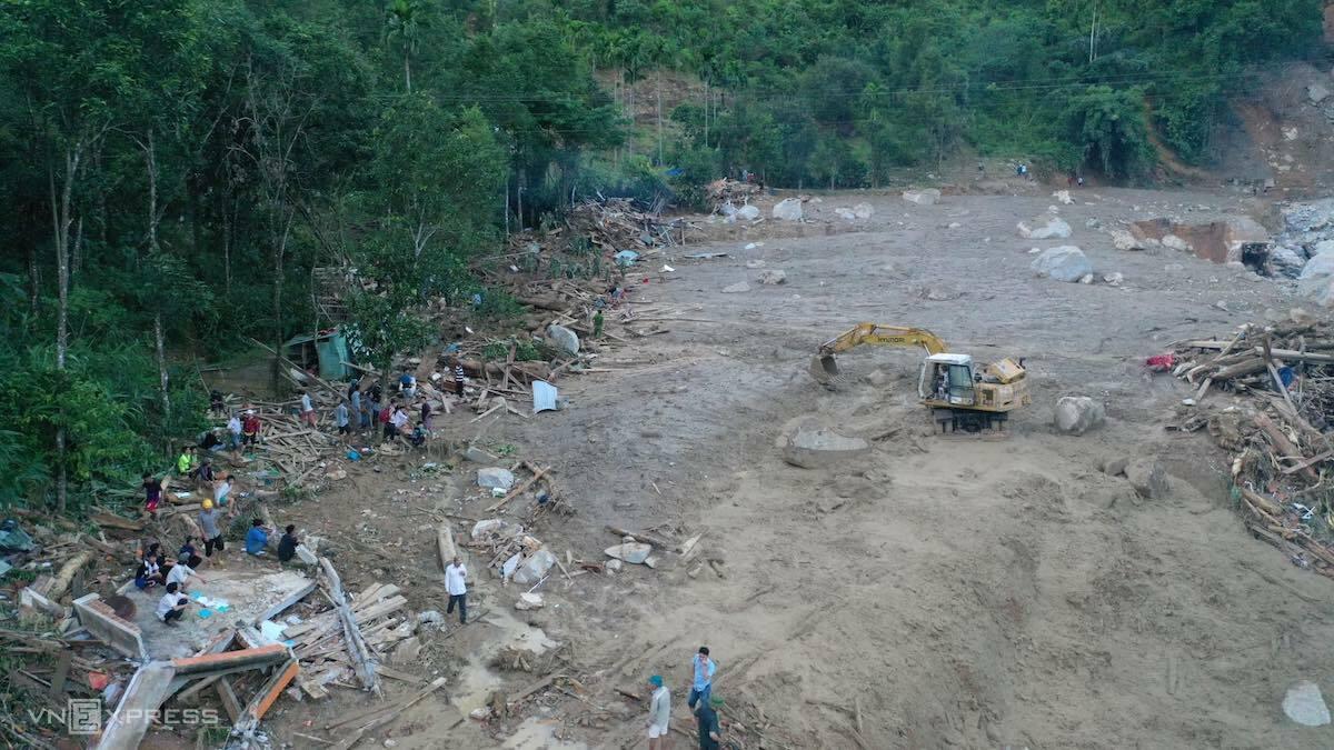 Thôn 1, xã Trà Leng, huyện Nam Trà My bị san phẳng sau vụ sạt lở núi. Ảnh: Ngọc Thành