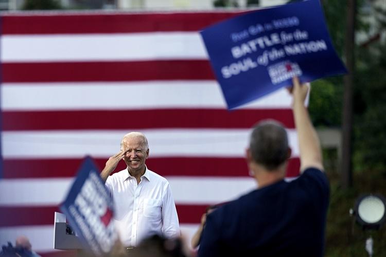 Ứng viên tổng thống Mỹ đảng Dân chủ Joe Biden tại sự kiện vận động tranh cử ở Atlanta, Georgia, ngày 27/10. Ảnh: AP.