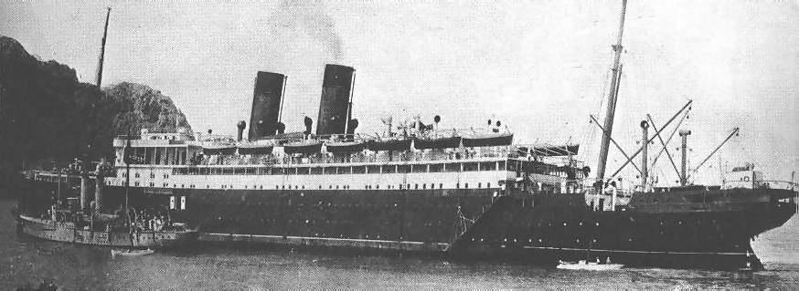 Cap Trafalgar và Eber trong quá trình hoán cải tàu thương mại. Ảnh: Wikimedia.