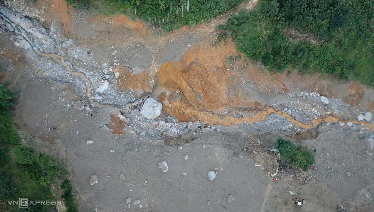 Hiện trường vụ lở núi ở thôn 1, xã Trà Leng khiến 53 người gặp nạn. Ảnh: Ngọc Thành
