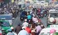 Tôi lạc lõng giữa đám đông kẹt xe trên đường Hà Nội