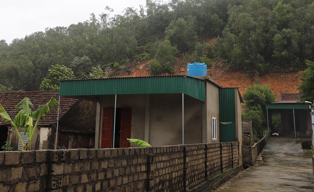 Nhà dân tại xã Hưng Yên Nam thuộc diện phải di dời. Ảnh: CTV.