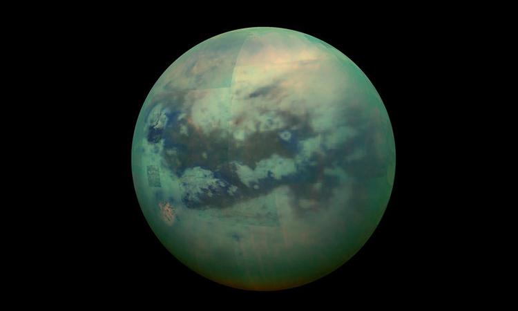 Hình ảnh tổng hợp về mặt trăng Titan của sao Thổ do tàu vũ trụ Cassini chụp. Ảnh: NASA.