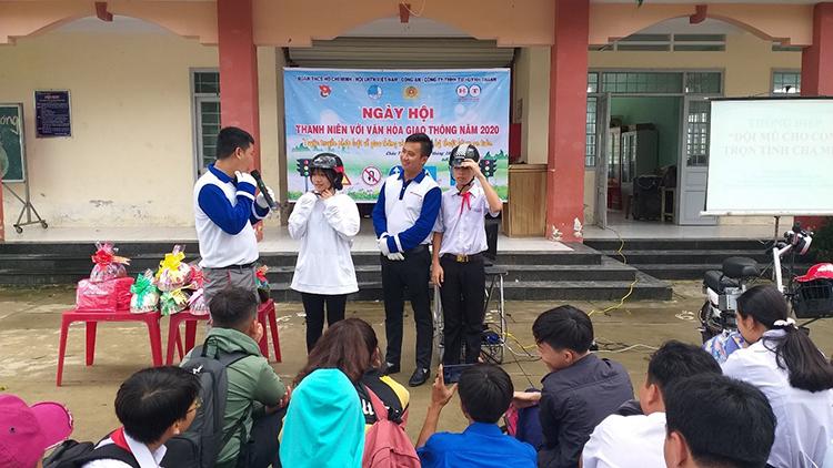 Chương trình tuyên truyền lái xe an toàn của Honda Việt Nam phối hợp tổ chức cùng HEAD Huỳnh Thành tại một trường học.