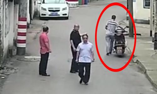 Nữ tài xế khiến hai tên trộm ôtô hồn xiêu phách lạc - 1