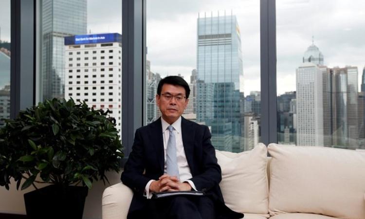 Lãnh đạo cơ quan thương mại Hong Kong Edward Yau trong một cuộc phỏng vấn ở thành phố hồi tháng 9/2018. Ảnh: Reuters.
