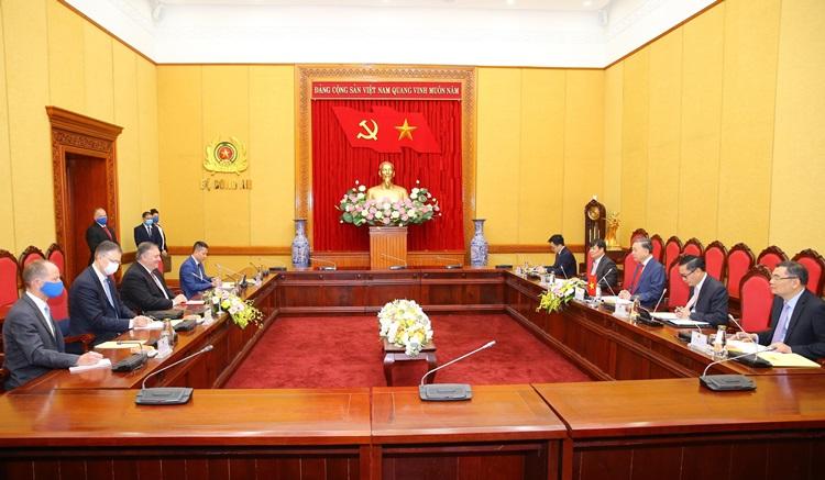 Bộ trưởng Công an Tô Lâm (giữa, bên phải) hội đàm cùng Ngoại trưởng Pompeo sáng nay. Ảnh: TTXVN.