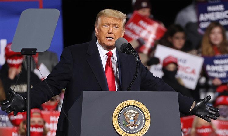 Tổng thống Mỹ Donald Trump trong buổi vận động tranh cử ở Montoursville, bang Pennsylvania, ngày 31/10. Ảnh: Reuters.
