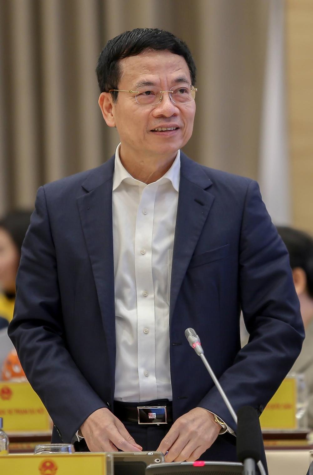 Bộ trưởng Thông tin và Truyền thông Nguyễn Mạnh Hùng tại Hội nghị trực tuyến toàn quốc ngành giáo dục năm 2020, sáng 31/10. Ảnh: MOET