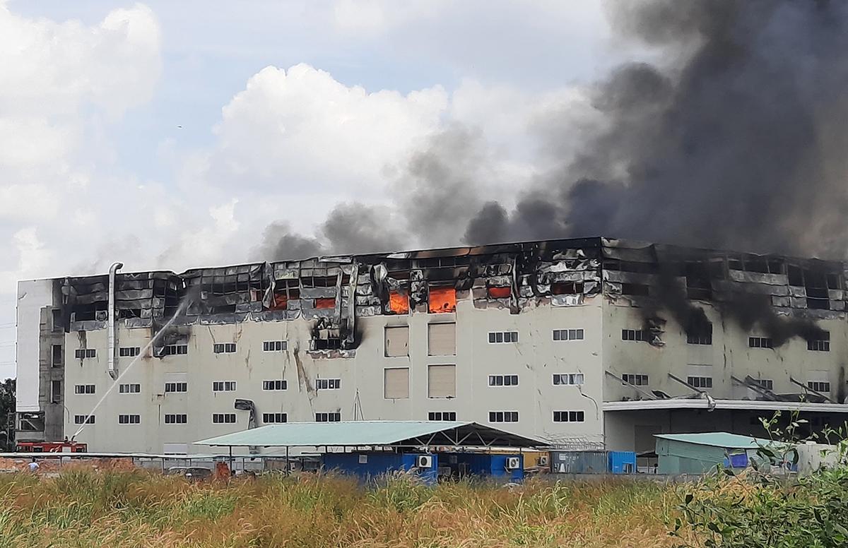 Vụ cháy khiến 16.000 m2 diện tích sàn bị cháy rụi, hư hỏng. Ảnh: Thái Hà