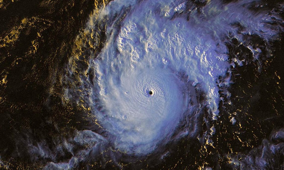 Tin bão mới nhất 1/11: Siêu bão Goni đổ bộ Philippines