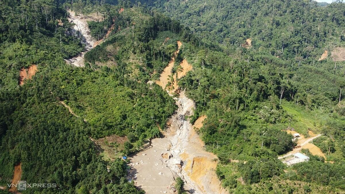Địa hình nơi xảy ra lở đất vùi lấp hơn 50 người ở Trà Leng, Nam Trà My, Quảng Nam. Ảnh: Ngọc Thành