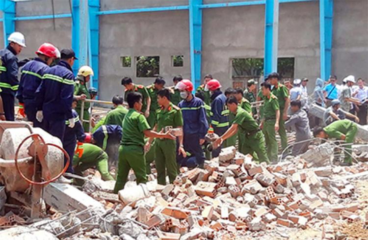 Hiện trường vụ sập tường công trình ngày 15/3/2019. Ảnh: Vĩnh Nam