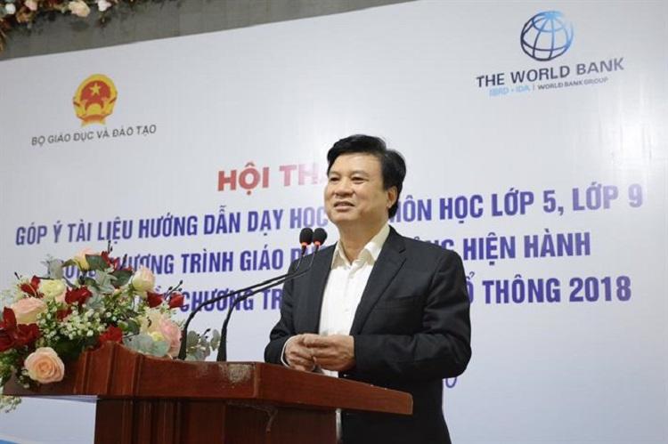 Thứ trưởng Giáo dục và Đào tạo Nguyễn Hữu Độ phát biểu ở hội thảo góp ý tài liệu hướng dẫn dạy học các môn lớp 5, lớp 9 hôm 2/11. Ảnh: MOET.