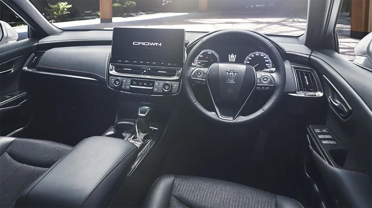 Nội thất thiết kế lại với màn hình 12,3 inch đặt nổi. Ảnh: Toyota