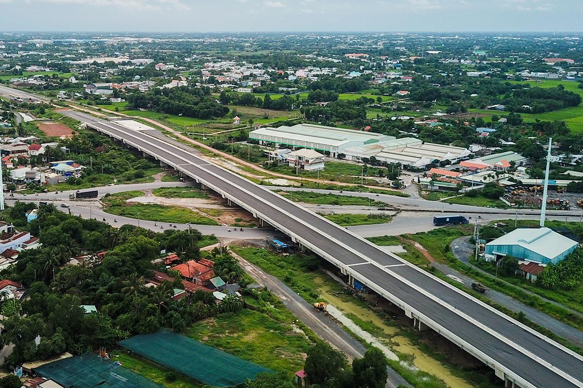 Tuyến cao tốc Bến Lức - Long Thành đoạn qua huyện Nhà Bè tháng 7/2020. Ảnh:Quỳnh Trần.
