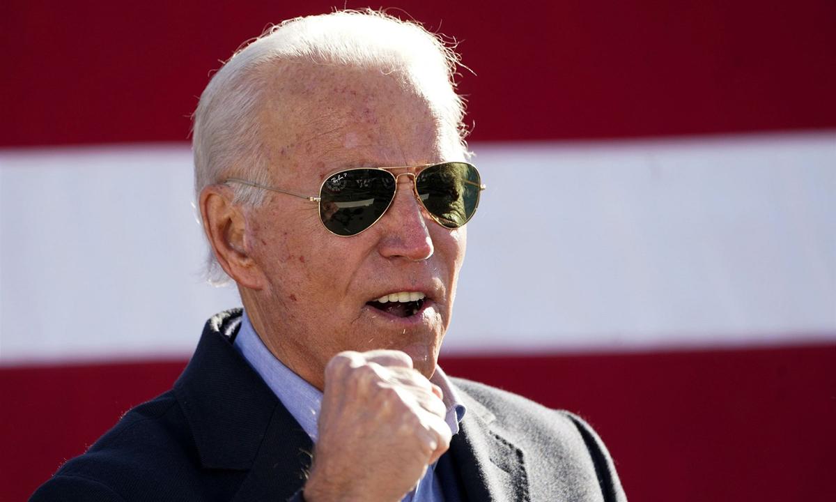 Joe Biden trong cuộc vận động ở Monaca, bang Pennsylvania, hôm 2/11. Ảnh: Reuters.