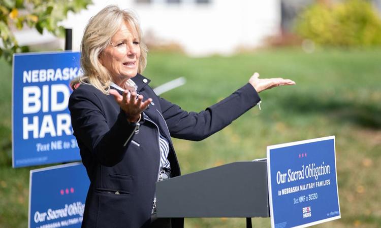 Jill Biden, vợ ứng viên Dân chủ Joe Biden, vận động tranh cử cho chồng ở Papillion, bang Nebraska hồi tháng 9. Ảnh: Omaha World-Herald.