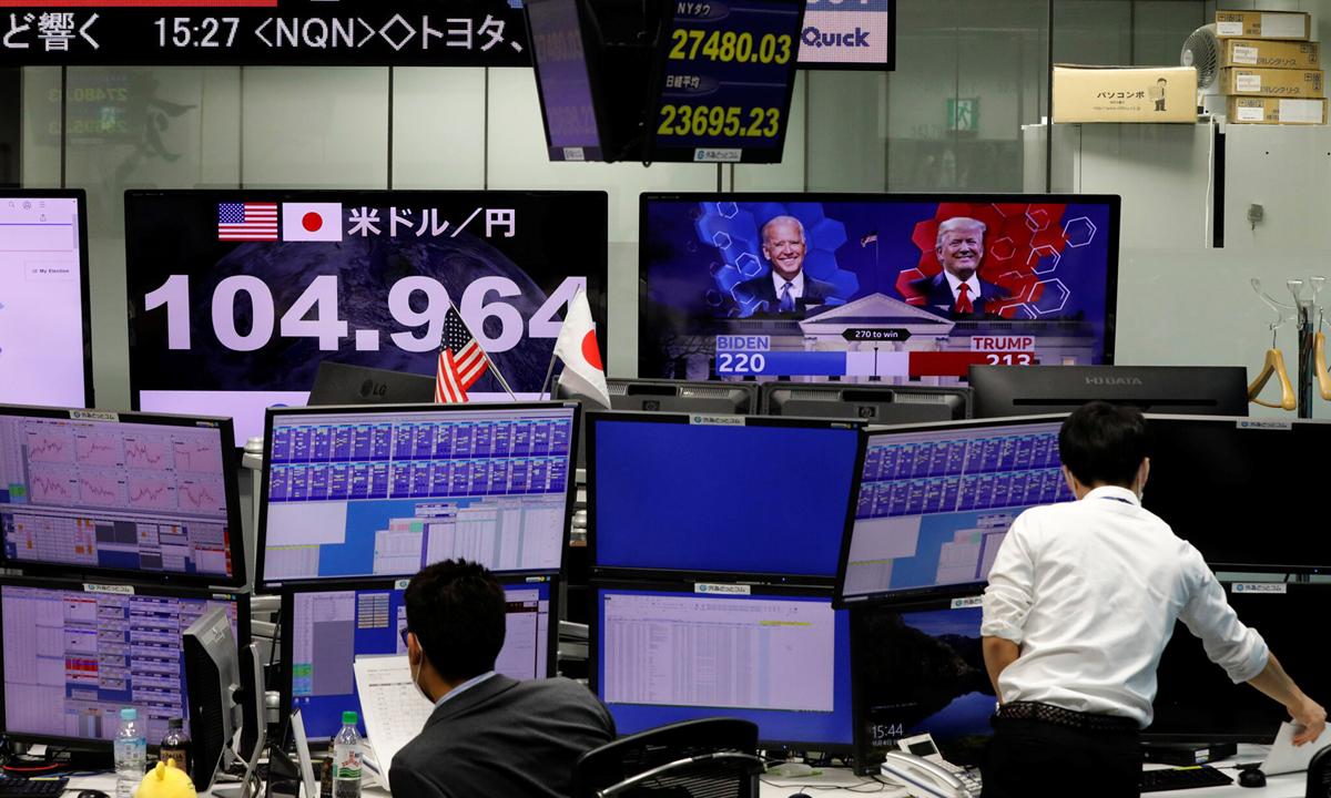 Sàn giao dịch ở thủ đô Tokyo, Nhật Bản hôm 4/11. Ảnh: Reuters.