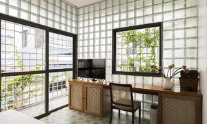 Ngôi nhà gạch kính trên mảnh đất 18 m2