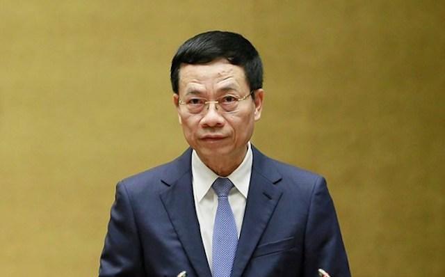 Bộ trưởng Thông tin và Truyền thông Nguyễn Mạnh Hùng tại nghị trường. Ảnh: Hoàng Phong
