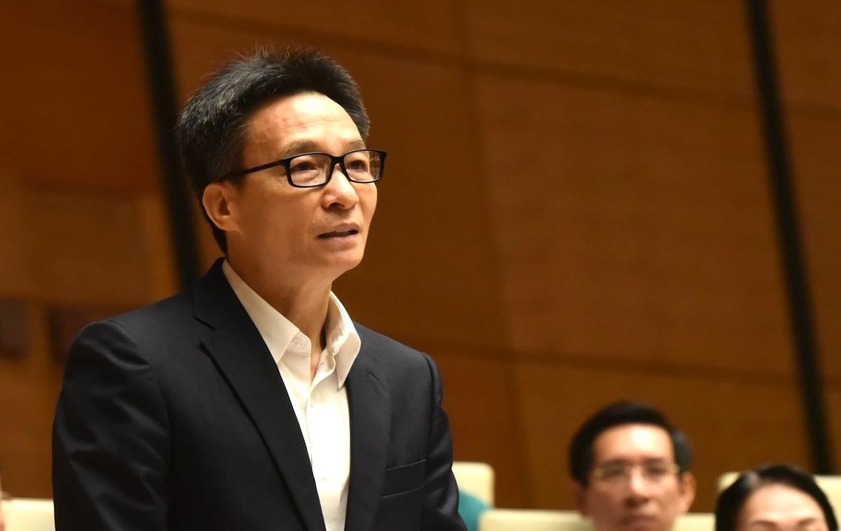 Phó thủ tướng Vũ Đức Đam trả lời đại biểu sáng 6/11. Ảnh: Hoàng Phong