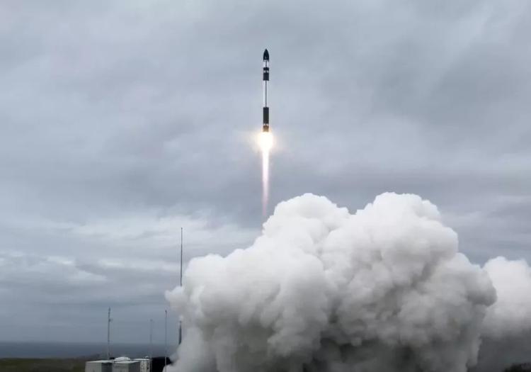 Tên lửa Electron phóng cùng lúc 10 vệ tinh tại New Zealand hôm 28/10. Ảnh: SpaceX.