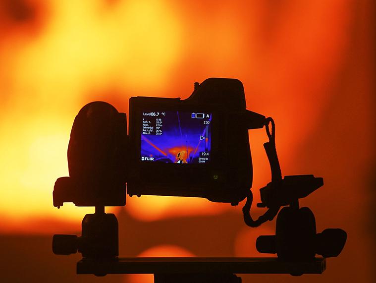 Công nghệ phát hiện hồng ngoại mới có thể gắn trên camera thông thường. Ảnh: David Young/Wired.
