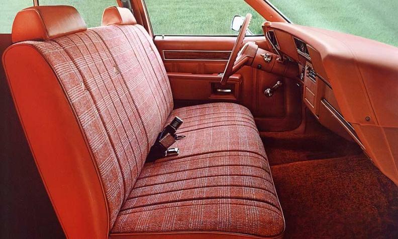 Ghế trước kiểu sofa trên mẫu Chevrolet Impala wagon đời 1979. Ảnh: Chevrolet
