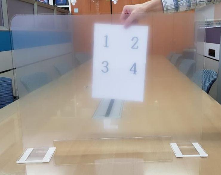 Sản phẩm vách ngăn bằng nhựa được Bộ Giáo dục Hàn Quốc công bố vào ngày 4/11. Ảnh: Văn phòng Giáo dục tỉnh North Jeolla.