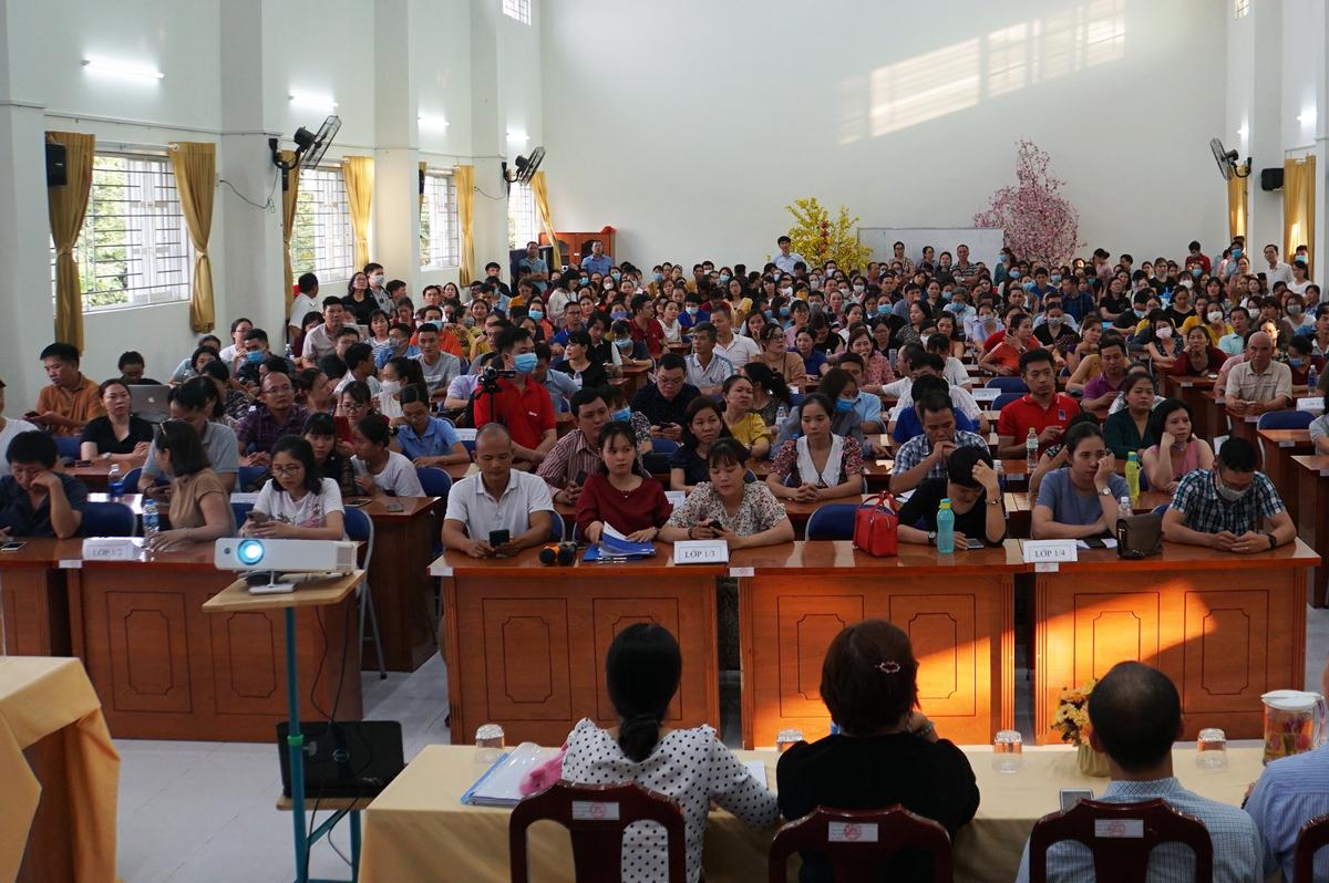 Hơn 300 phụ huynh tự bầu ban đại diện