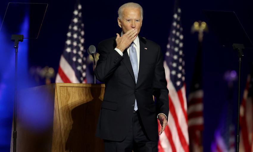 Tổng thống đắc cử Joe Biden chào đón đám đông tại thành phố Wilmington, bang Delaware, hôm 7/11. Ảnh: AFP.