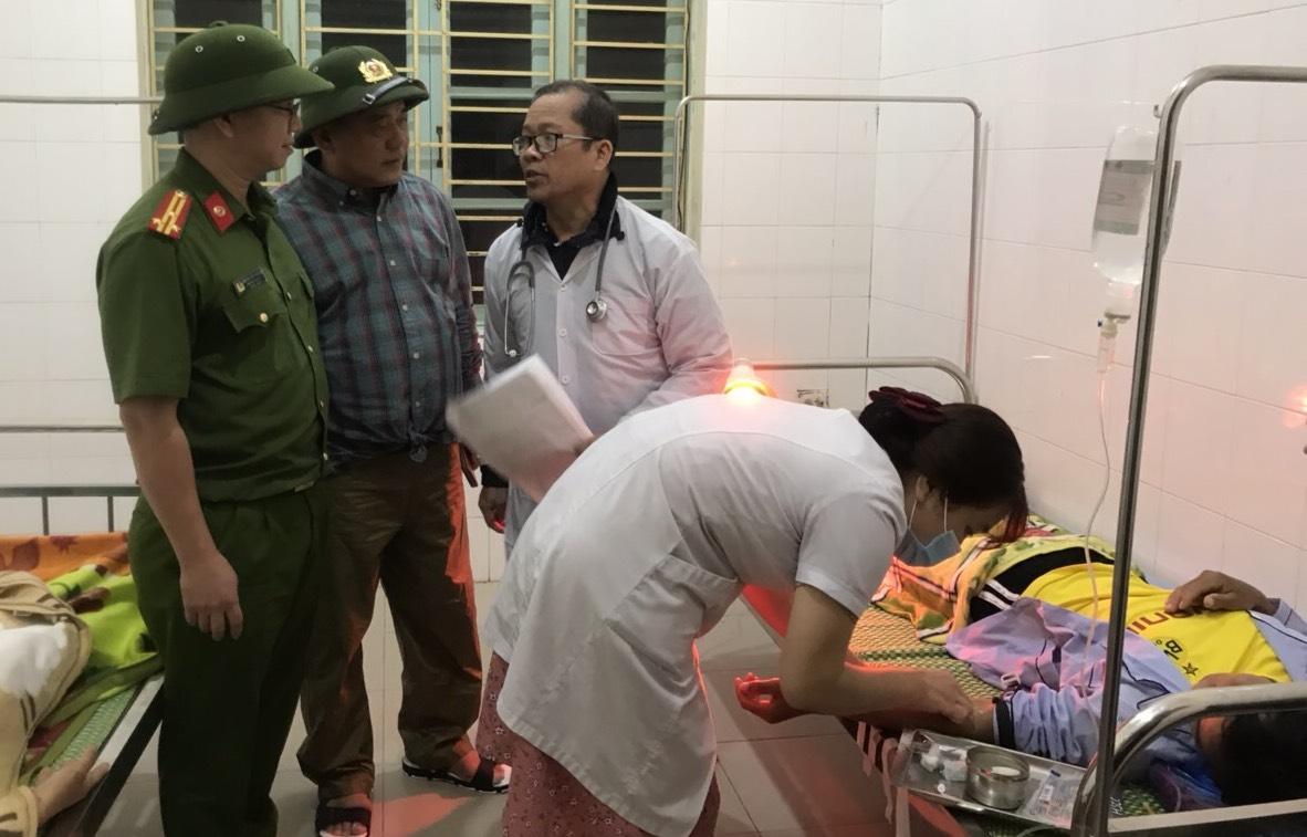 Công nhân thuỷ điện được cấp cứu tại Bệnh viện đa khoa Bình Điền. Ảnh: Công an TTH cung cấp