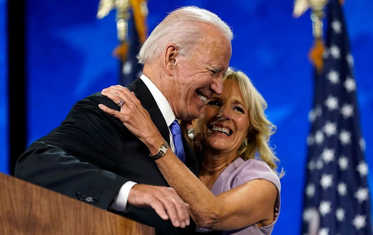 Vợ chồng Biden tại hội nghị toàn quốc của đảng Dân chủ năm 2020. Ảnh: AP