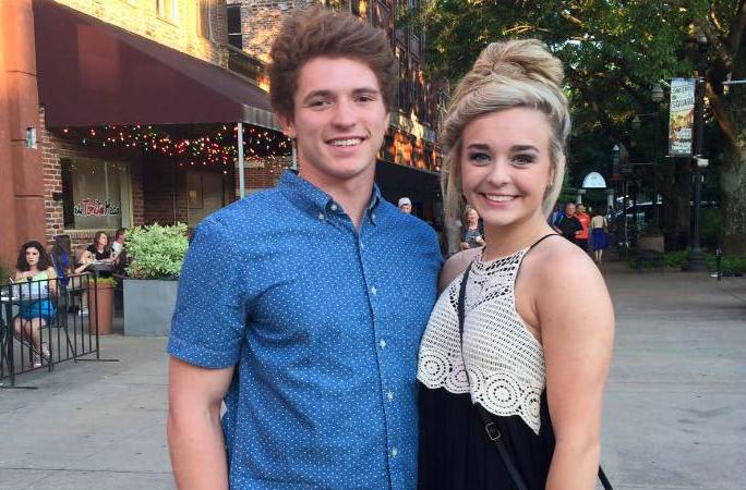 Riley Gaul (trái) và Emma Walker khi quan hệ còn tốt đẹp. Ảnh: Facebook/People.